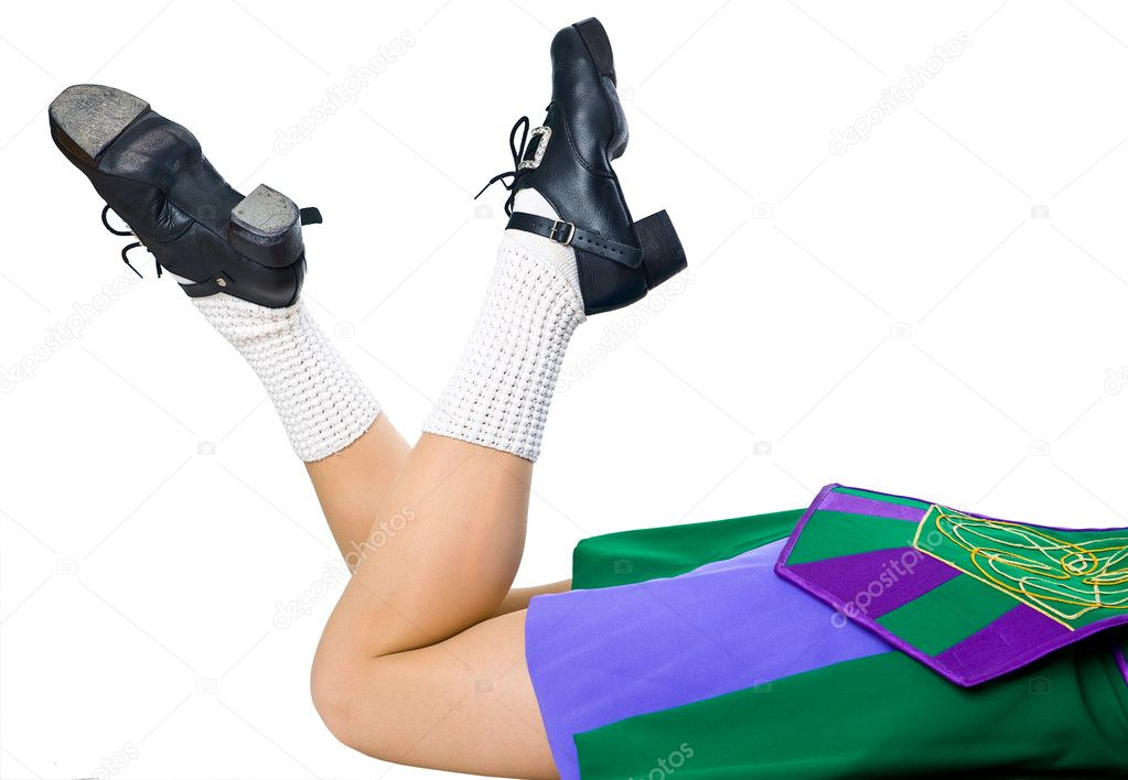Legs of woman in shoes for irish dancing and green dress — Stock Photo #9139981