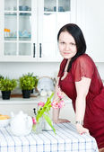 Beautiful woman in the kitchen — Foto Stock