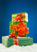 Christmas presents against blue background — Stock fotografie
