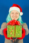 Teen girl holds a Christmas present — Stock Photo