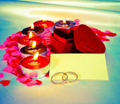 Blank card and two rings and candles — Stock Photo