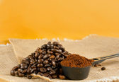 Heap of the roasted coffee beans — Stock Photo