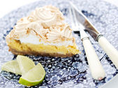 Closeup of a lemon lime pie, dessert with a lime slice — Stock Photo