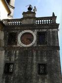 Старая башня с часами — Стоковое фото
