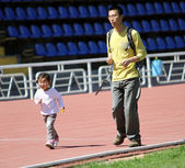 Unidentified girl with father on fun run — Stockfoto