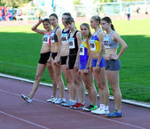 Girls on the start of the 400 meters race — Stock Photo