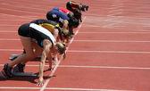 Kızlar 100 metre Dash başlangıç — Stok fotoğraf