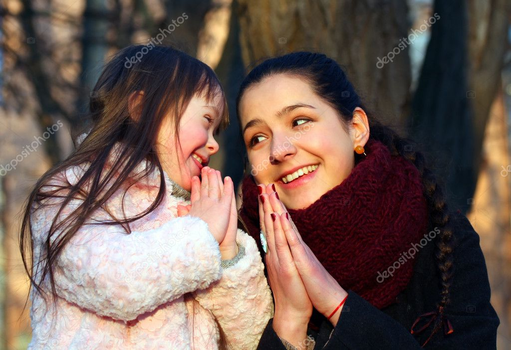 Mother teaching his little girl to pray. — Stock Photo #8479888