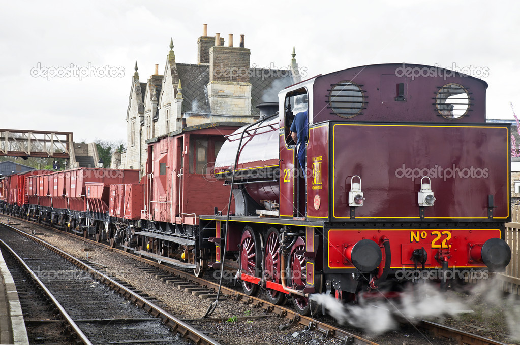 WANSFORD, ENGLAND - APRIL 3: Industrial steam shunter, No 22 prepares to take a demonstration freight train to Peterborough during the NVR spring mixed traffic gala on April 3, 2011 at Wansford  — Foto Stock #9348158