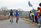 Race fietsers finishlijn de — Stockfoto
