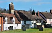 Estalagem e cemitério de vila — Foto Stock