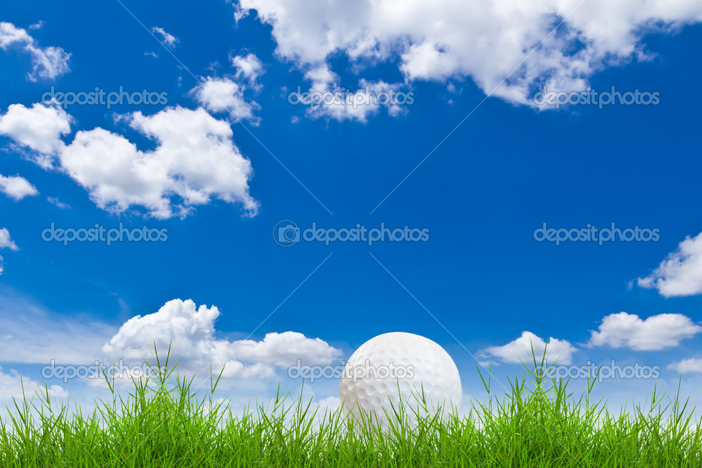 Golf ball on green grass against blue sky — Stock Photo #8028190