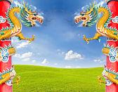 Dragon statue against blue sky — Stock Photo