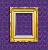 Rahmen der golden holz auf der tapete — Stockfoto