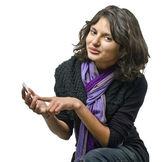 Envoyer des sms sur son téléphone portable fille — Photo