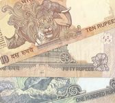 Fragment of Indian banknotes - 10, 50 and 100 Indian rupees, the sample in — Stock Photo