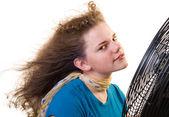 Een meisje voor een grote fan — Stockfoto