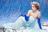 Hermosa chica como blanco nieve — Foto de Stock