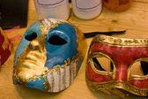 ヴェネツィアのカーニバルのための典型的なマスク — ストック写真