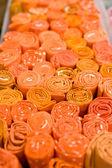 Auswahl von orange stück kleidung — Stockfoto