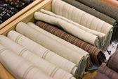 Selectie van grijze en witte stukken van kleding — Stockfoto