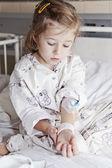 Sick girl in hospital — Stock Photo