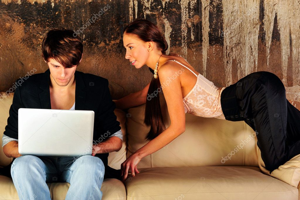 Fashion style photo of an attractive young couple at their grunge apartment at evening — Foto Stock #10345004