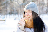 Portrait of young beautiful girl having fun outdoors in winter f — Stock Photo
