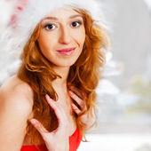 Mujer bonita con su vestido de navidad — Foto de Stock