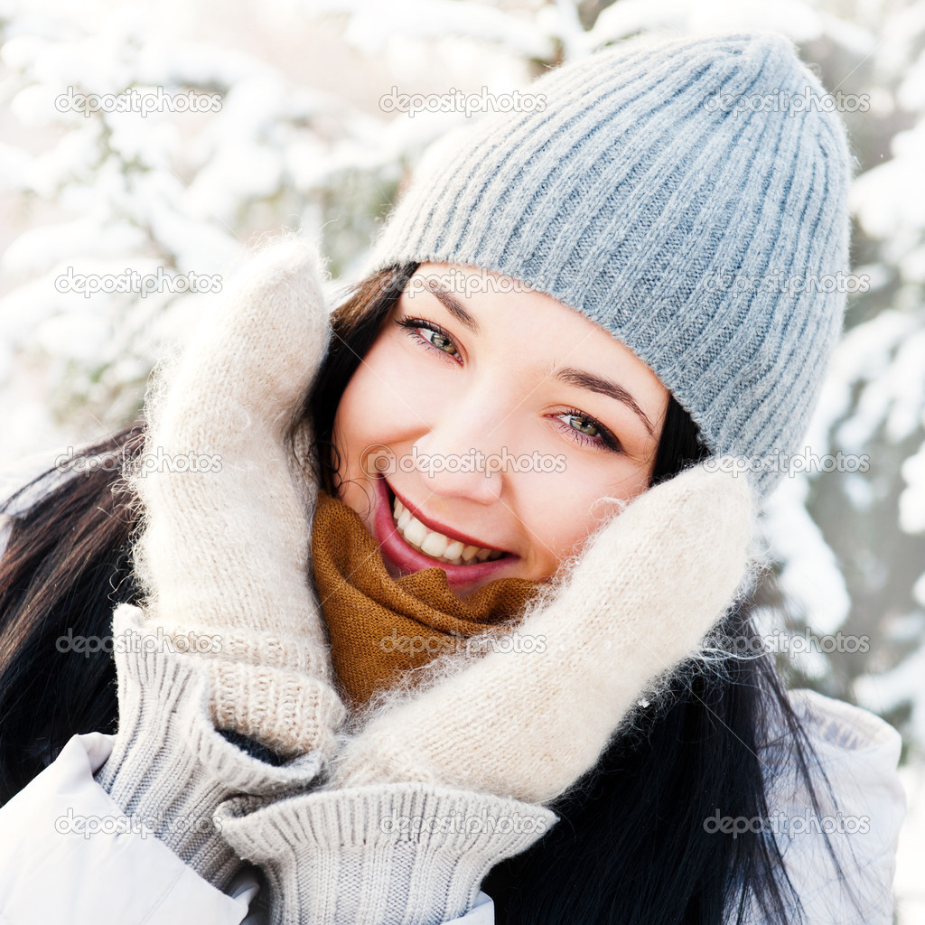 Portrait of young beautiful girl outdoors in winter having fun and looking at camera. Wearing warm clothes — Stock Photo #8660284