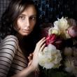 Beautiful fashionable woman near bouquet of beautiful flowers — Stock Photo