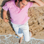 Portrait of attractive and happy man on the beach relaxing and d — Stock Photo