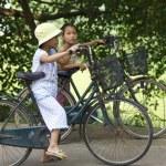 Vietnamese Children Riding Bicycles — Stock Photo