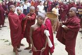 Novizi monaci myanmar — Foto Stock