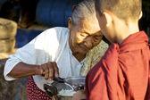 Mnich nowicjusz w myanmar — Zdjęcie stockowe