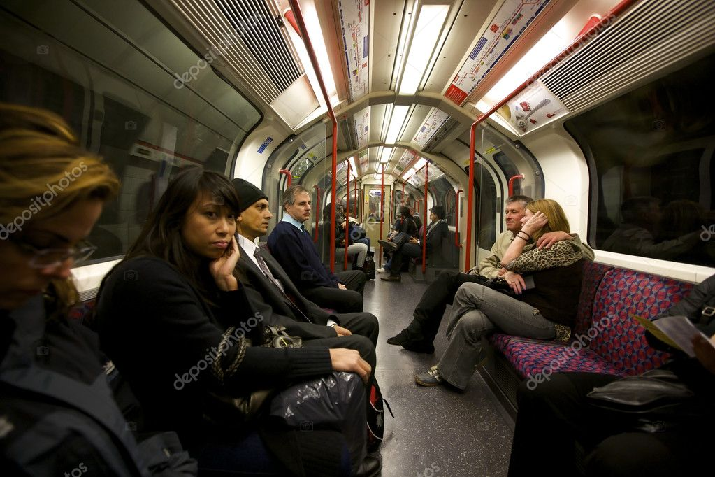 LONDON- OCTOBER 25: An interior view of a subway car at rush hour in London, England on October 25, 2009. — Stock Photo #8276485