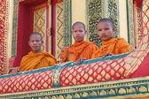 Monniken in cambodja op pagode — Stockfoto