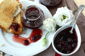 Sweet cherry jam, toast and flowers — Stock Photo