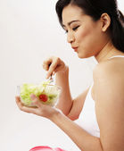 Young woman eating salad — Stock Photo