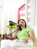 Young woman having a conversation on the phone — Stock Photo