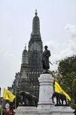 Thailand, bangkok, yai district, arun tempel (wat arun ratchawararam) — Stockfoto