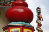 泰国,曼谷,接近佛教寺庙的宗教龙雕像 — 图库照片