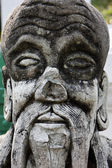 Tailandia, bangkok, distrito de yai, arun temple (wat arun ratchawararam), antigua estatua religiosa — Foto de Stock