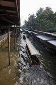 Thailand, Bangkok, wooden Thai boats at the Floating Market — Stok fotoğraf