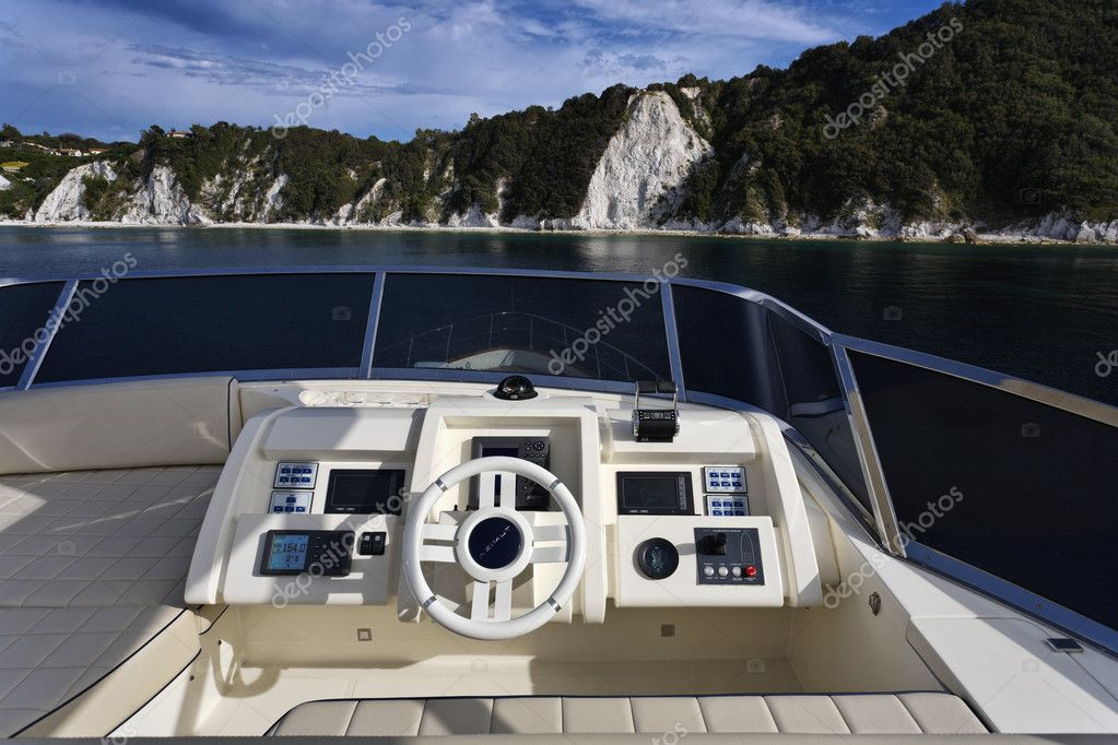 Italy, Tuscany, Elba Island, luxury yacht Azimut 75', driving consolle on the flybridge — Stock Photo #10580667