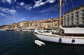 Itálie, ostrov elba, pohled na luxusní jachty v přístavu portoferraio — Stock fotografie