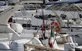 Itália, ilha de elba, porto azzurro, iates de luxo na marina — Foto Stock