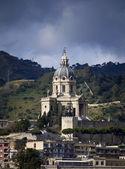 Italien, sicilien, messina, utsikt över domkyrkans klocktorn — Stockfoto