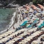 Italy, Elba Island, crowded beach near Porto Azzurro — Stock Photo #8754516