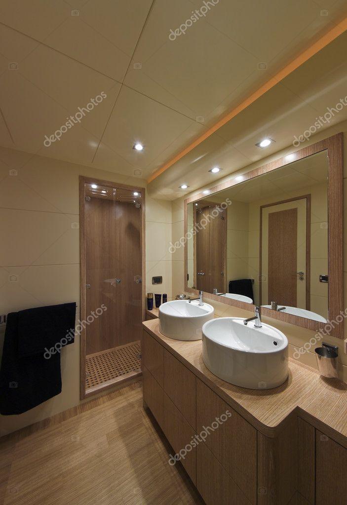 Italie yacht de luxe ouvert tecnomar 35 salle de bain for Salle de bain italie